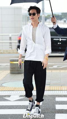 park hae jin 박해진 朴海鎮 04.16.2016 Hot Korean Guys, Korean Men, He Jin, Park Hye Jin, Handsome Korean Actors, Korea Fashion, Airport Fashion, My Love From The Star, Love Park