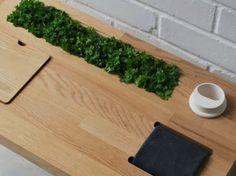 """Eat, Play, Grow"""" del designer olandese Ruth Vatcher. permette ai bambini di veder crescere i propri ortaggi e dispone anche di un vano per i semi e gli arnesi da giardinaggio, un piccolo tagliere, un annaffiatoio."""