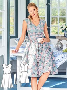 A charming look made modern. The contrast of the fitted bodice and the the wide skirt sets the figure in an hourglass silhouette. A self-made belt at the waist is a beautiful accent. The dress works beautifully with textured fabrics such as tulle lace used here and a strong retro print.