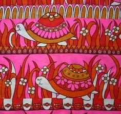 Vintage Turtle print. I looooooove this!!! Would make a lovely blanket!