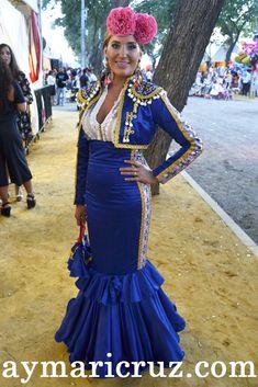 Flamencas en la Feria de Lebrija 2014 (31) 80s Party Costumes, 80s Costume, Flamingo Dress, Spanish Dress, Spanish Fashion, Fashion Forecasting, Mexican Dresses, Embroidery Fashion, Halloween 2019