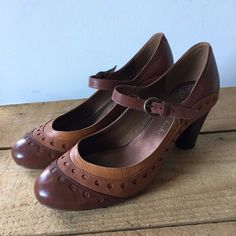 ec949df2db08e1 UK SIZE 6 WOMENS CLARKS LEATHER BROWN TAN MARY JANE HEELS  Clarks  MaryJane   Work