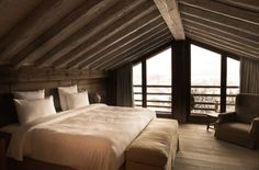 We'de be happy to wake up in this bed - Hotel Le Chalet Zannier — Megeve, France