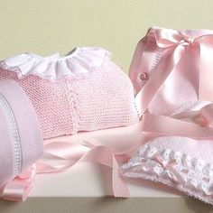 Conjuntico de cubre pañal en rosa para tu princesa 👑 #petitcolibrishop #luxurybaby Info: +1(305)7137329 Whatsapp Baby Knitting, Knitted Baby, Baby Socks, Leg Warmers, Gym Shorts Womens, Photo And Video, Instagram Posts, Babies Clothes, Ideas Para