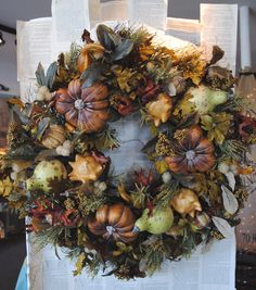 Deep rich Autumnal tones of the Earth and Forest, chestnut brown, burnt siena… Diy Fall Wreath, Autumn Wreaths, Lighted Branches, Autumn Decorating, Fall Projects, Fall Harvest, Fall Crafts, Fall Halloween, Evergreen