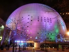 Ericsson Globe Arena in Stockholm is the world's largest spherical construction. Unusual Buildings, Interesting Buildings, Swedish Christmas, Christmas 2014, Gothenburg, Futuristic Architecture, Stockholm Sweden, Most Beautiful Cities, Worlds Largest