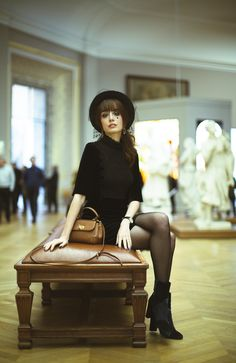 Portrait d'une parisienne miss pandora - louise ebel style in 2019 уличная Inspiration Photoshoot, Style Photoshoot, Photoshoot Friends, Photoshoot Fashion, Photoshoot Ideas, Paris Outfits, Date Outfits, Museum Photography, Fashion Photography