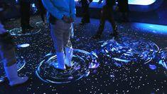 クラゲの幼生「エフィラ」を雪の結晶と重ね合わせ、映像・音・香りを織り交ぜることで、京都の街に雪が降る様子を表現した幻想的なプログラム「冬を楽しむインタラクティブアート 雪とくらげ」が京都水族館で2