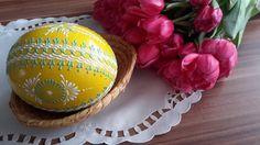 Velikonoční+kraslice+-+žluté+pštrosí+Pštrosí+vejce+barvené+akrylovou+barvou.+Je+malované+zeleným+a+bílým+voskem.+Výška+pštrosího+vejce+je+cca+15cm.