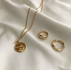 Exceptional A Gold Chain for Men Makes The Perfect Gift Ideas. Exhilarating A Gold Chain for Men Makes The Perfect Gift Ideas. Dainty Jewelry, Cute Jewelry, Gold Jewelry, Jewelry Accessories, Fashion Accessories, Gold Necklace, Women Jewelry, Fashion Jewelry, Jewlery