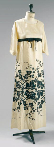 Summer dress, Paul Poiret, ca. 1911. Ecru silk pongé. Slightly flared skirt, small vents on each side. 3/4 kimono-cut  sleeves. From the personal wardrobe of Denise Boulet-Poiret.
