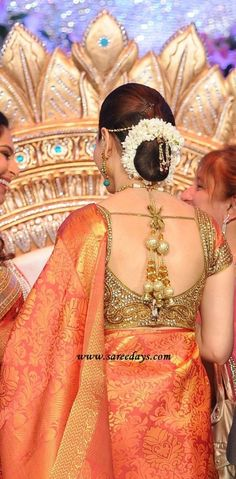 Saree Blouse Design Ideas - Browse here for latest Designer Blouse Designs, Back Neck Designs, Blouse Designs for Silk Sarees, Plain Sarees and much more. Blouse Back Neck Designs, Sari Blouse Designs, Saree Blouse Patterns, Choli Designs, Bridal Blouse Designs, Diy Blouse, Work Blouse, Sari Design, Blouse Models