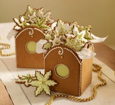Gingerbread cookie boxes by Julia M. Usher, from her book Cookie Swap. Christmas sweets & treats: great recipes for cookies and candy, perfect for the holiday season Christmas Gingerbread House, Christmas Sweets, Christmas Cooking, Noel Christmas, Christmas Goodies, All Things Christmas, Gingerbread Houses, Xmas Cookies, Iced Cookies