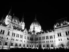 Kedvenc helyem | my favorite place! #parlament #hungary #budapest #blackandwhite #ig_budapest #insta_budapest #hungarianblogger #godotal #follow #mik