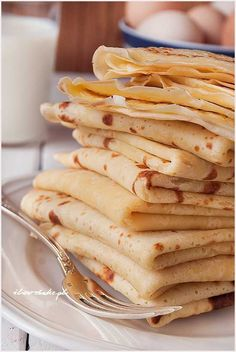 Buttermilk crepes - simple recipe / Naleśniki na maślance - przepis Helathy Food, Polish Recipes, Polish Food, Pancakes And Waffles, Sweet Tooth, Good Food, Brunch, Food And Drink, Dessert Recipes