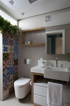 Tiny bathroom suggestions to enhance your small room. Although with a tiny dimension we will certainly produce an ambience that feels larger than it really is. Right here's the idea of enhancing a little. Baths Interior, Bathroom Interior, Bathroom Layout, Small Bathroom, Home And Deco, Bathroom Furniture, Apartment Design, Bathroom Inspiration, House Design