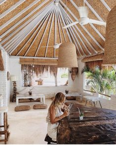This ceiling instantly reminded me of Sunset Grill in Isla Where we has the grilled octopus! Surf Shack, Beach Shack, Beach Club, Bali, Surf House, Beach Cottage Style, Earthship, Beach Cottages, Beach Houses