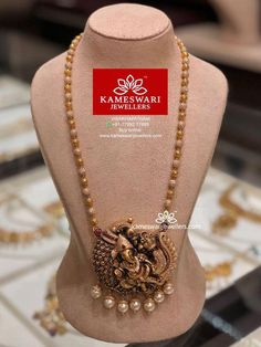 bridal jewelry for the radiant bride Gold Jewelry Simple, Trendy Jewelry, Jewelry Shop, Temple Jewellery, Kerala Jewellery, Gold Jewellery Design, Bridal Jewelry, Pearl Jewelry, Beaded Jewelry
