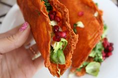 Taco Tuesday just got a whole lot better! These cheese taco shells will make even the most devout tortilla lovers veer away from tradition. Sponge Recipe, Cheese Tacos, Keto Taco, Evening Meals, Quick Meals, I Love Food, Mexican Food Recipes, Low Carb Recipes, Food Inspiration
