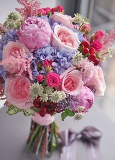 What everybody dislikes about wedding flower bouquet natural and why 5 – Artofit Beautiful Flower Arrangements, Romantic Flowers, Bridal Flowers, Silk Flowers, Spring Flowers, Beautiful Flowers, Flower Bouqet, Art Flowers, Flowers Garden