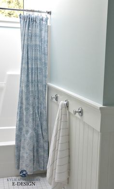 Blue Paint Colours: The 2 Types and Where They Work Best Painted Wainscoting, Wainscoting Styles, Wainscoting Bathroom, Bathroom Ceilings, Bathroom Cabinets, Black Wainscoting, Wainscoting Panels, Blue Paint Colors, Bathroom Paint Colors