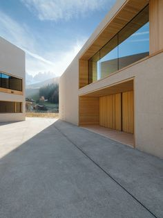 Wood Architecture Nature Park Center, elementary school and kindergarten in St. Magdalena, Burger Rudacs A … Arch Building, Building Exterior, Wood Architecture, Architecture Details, Primary School, Elementary Schools, Facade Design, House Design, Alpine Modern