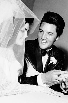 I don't think I've seen this one!!! Elvis and Priscilla's wedding day.