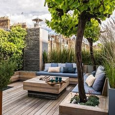 Rooftop Deck with Built In Benches Source by bjrnneitzel Related posts: 33 Beautiful Rooftop Garden Design Ideas to Adding Your Urban Home Rooftop terrace Devamını oku Roof Terrace Design, Rooftop Design, Patio Design, House Design, Balcony Design, Window Design, Terrace Garden, Rooftop Terrace, Rooftop Party
