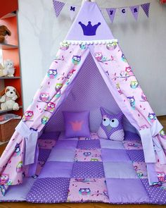 Image may contain: 1 person, indoor Crafts To Make And Sell, Diy And Crafts, Diy Teepee Tent, Diy For Kids, Crafts For Kids, Cardboard Box Crafts, Kids Tents, Diy Bed, Little Girl Rooms