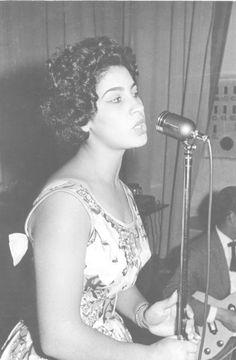 Clara Nunes no inicio da carreira em MG - Anos 60