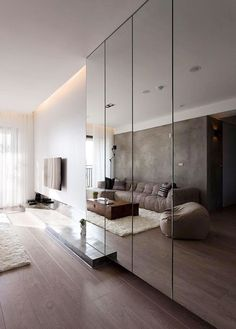 Wall cladded mirror The magic of the mirrored walls: double the space! Mirror Decor Living Room, Living Room Tv, Wall Cabinets Living Room, Mirror Room, Bedroom Cabinets, Mirrored Wardrobe, Mirrored Walls, Mirrored Bedroom, Wardrobe Design Bedroom