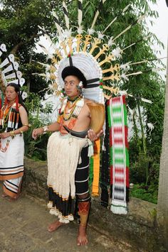 Images of Nagaland, India. Naga People, Northeast India, India And Pakistan, Folk Dance, People Of The World, Incredible India, World Cultures, Dance Costumes, Headdress