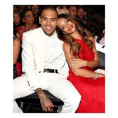 Rihanna y Chris Brown en los Premios Grammy 2013 de febrero). / Rihanna and Chris Brown at the 2013 Grammy Awards (February Grammys 2013, Beyonce, Oscars 2013, Rihanna Photos, Rihanna Fenty, Karrueche Tran, Chris Brown Et Rihanna, Moda Masculina, Couple