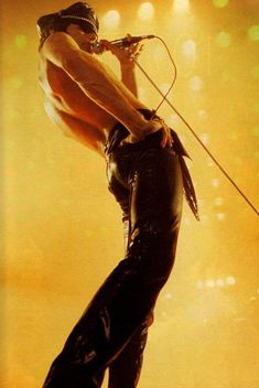 Freddie Mercury of Queen Freddie Mercury Quotes, Queen Freddie Mercury, Bryan May, Mr Fahrenheit, Roger Taylor, We Will Rock You, British Rock, Somebody To Love, One Ok Rock