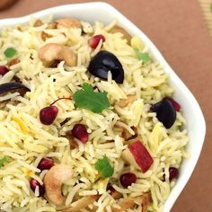 Kashmiri Pulao - Dinner Special Easy and Quick Saffron Flavored Indian Style Pulao (Rice) with Fresh Fruits (apple, pomegranate seeds and grapes) and Dry Fruits - Serve with Curd based Raita or Curry like Dum Aloo - Step by Step Photo Recipe Indian Food Recipes, Vegetarian Recipes, Cooking Recipes, Kashmiri Recipes, Veggie Recipes, Healthy Recipes, Saffron Rice, Biryani Recipe, Kurma Recipe