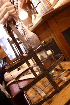 preciosa cesta metalica del Viejo Almacén Vintage Decor, Wine Rack, Cabinet, Storage, Metal, Furniture, Home Decor, Metal Baskets, Clothes Stand