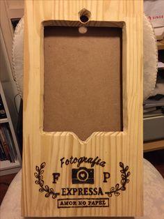Pirografia em suporte de tablet para cabine de fotos de casamento