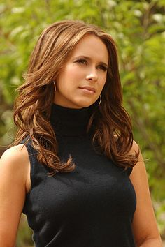 Jennifer Lowe Hewitt looks elegant in GASPARRE 100% cashmere tank <3