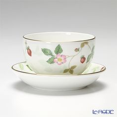 Wedgwood Wild Strawberry Japanese tea cup and sauce