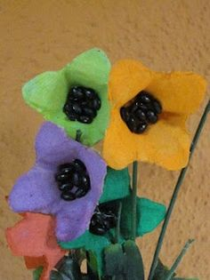 Flors fetes amb cartrons d'ous