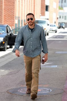 Jake Gyllenhaal drinking kombucha tea #celebrities #tea