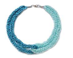 Français la main tricoté bobine tricot collier collier tricot bleu Aqua turquoise et bleu ciel collier tricot livraison gratuite dans le monde entier