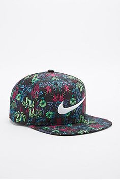 Nike Pro Floral Snapback Cap in Green and Pink