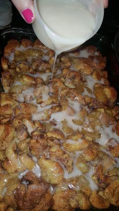 Great breakfast recipe for Christmas morning or any morning - Apple Pie Cinnamon Roll Breakfast Bake Recipe - Delicious! Cinnamon Roll Apple Pie, Cinnamon Roll Casserole, Cinnamon Recipes, Apple Recipes, Baking Recipes, Apple Pies, Apple Jam, Pecan Pies, Baked Breakfast Recipes