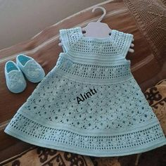 57 Ideas knitting for kids dress baby sweaters Baby Girl Crochet, Crochet Baby Clothes, Crochet For Boys, Knitting For Kids, Baby Knitting, Free Crochet, Irish Crochet, Crochet Top, Baby Patterns
