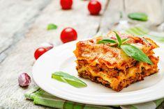 Lasagna Sides, Lasagna Side Dishes, Side Dishes For Chicken, Meat Lasagna, No Noodle Lasagna, Greek Recipes, Italian Recipes, How To Make Lasagna, Making Lasagna