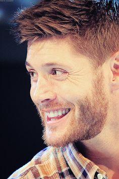 Jensen Ackles... ginger beard (!!)
