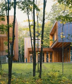 Working with architect Vincent James in the late 1990s, landscape design firm Coen and Partners were charged with integrating the 8,000-square-foot Type Variant House outside of Minneapolis into the ever-changing, lush wooded surroundings.