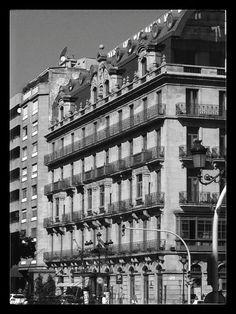 Casas de Oya. Encargo de José García Barbón a Michel Pacewicz en 1904. En 1998 se convierte en el hotel NH Palacio de Vigo.