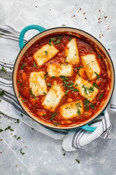 Halloumi and white beans baked in a rich, smoky, Spanish inspired tomato sauce! This is a simple but stunning one pot vegetarian meal that is on the table in just 30 minutes. With lots of different serving suggestions, you will never tire of making this a One Pot Vegetarian, Vegetarian Dinners, Veg Recipes, Cooking Recipes, Healthy Recipes, Vegetarian Recipes Delicious, Veg Dinner Recipes, Sunday Recipes, Cheap Recipes